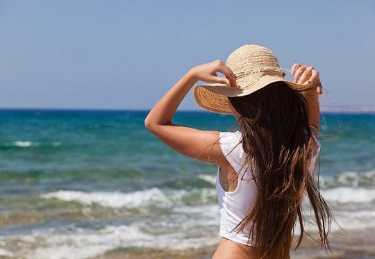 O cuidado com os cabelos está entre as dicas de saúde e beleza para o verão
