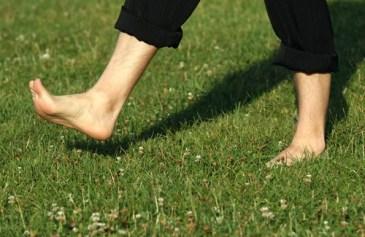 Caminar-descalzos-500x325