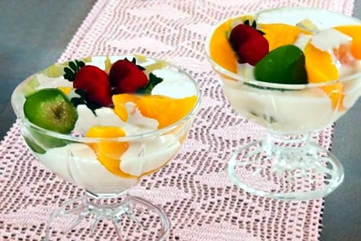 Taça de Frutas com Creme