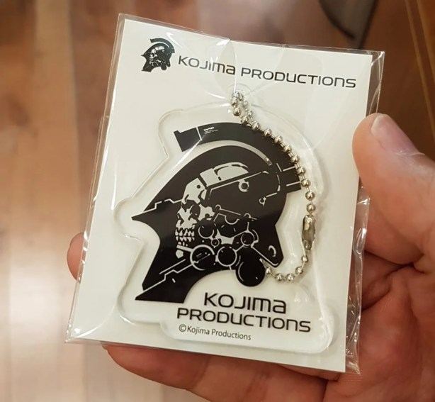 hideo-kojima-2016-TGS-merch-line-15-990x915
