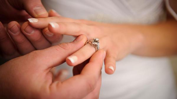 هل ترضى تتزوج طبيبة ؟