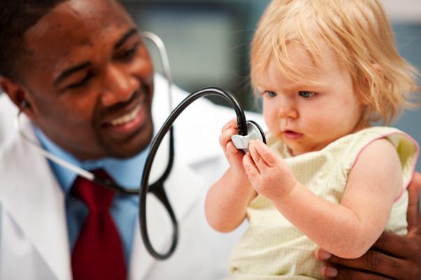 طبيب اطفال
