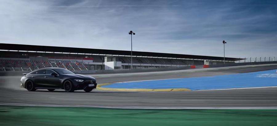مرسيدس تستعرض قدرات AMG GT4 كسيارة عائلية أو رياضية بحتة