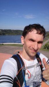 Na ir pabaigai pasišiaušusio laimingo bėgiko selfiukas prie HES'o
