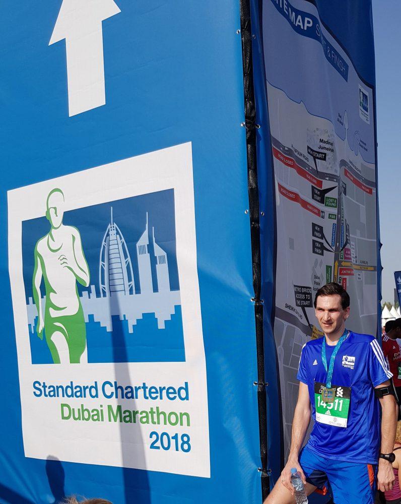 Registracijos kaina nemaža, bet dalyvio marškinėliai patiko - mažas Dubai Marathon ženkliukas viršuje, nesijauti bėgdamas kaip reklaminis stendas :)