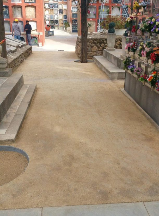 Paviment recent acabat Sauló Sòlid cementiri de Sants Barcelona 07