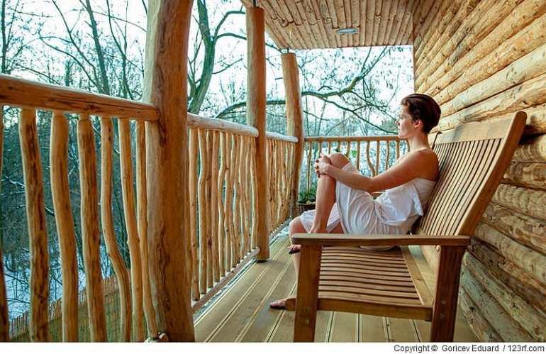 Durch schöne Saunamöbel wird ein entspannendes Erlebnis noch erholsamer