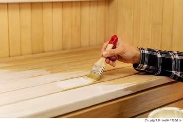 Kann die Inneneinrichtung meiner Sauna gestrichen oder gefärbt werden?