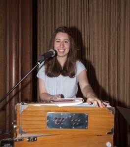 Becky w harmonium SPC_03