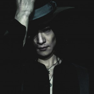 DIR EN GREY - Toshiya - press photo THE UNRAVELING