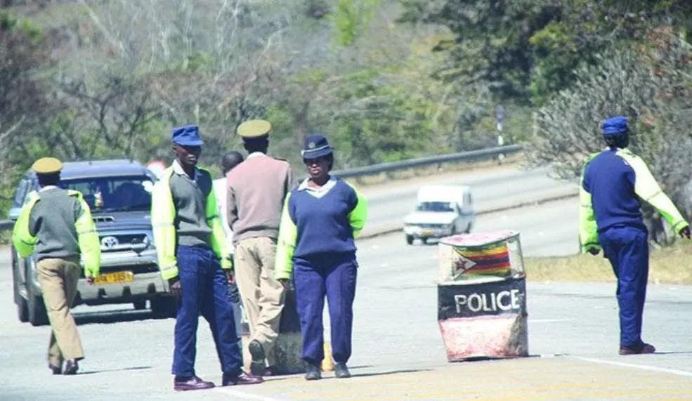Video ZRP officer caught on camera pocketing a bribe