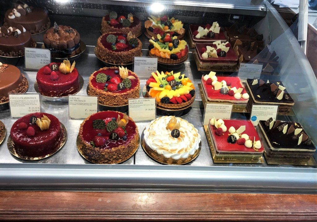 Premiere Moisson Bakery display of tarts and cakes