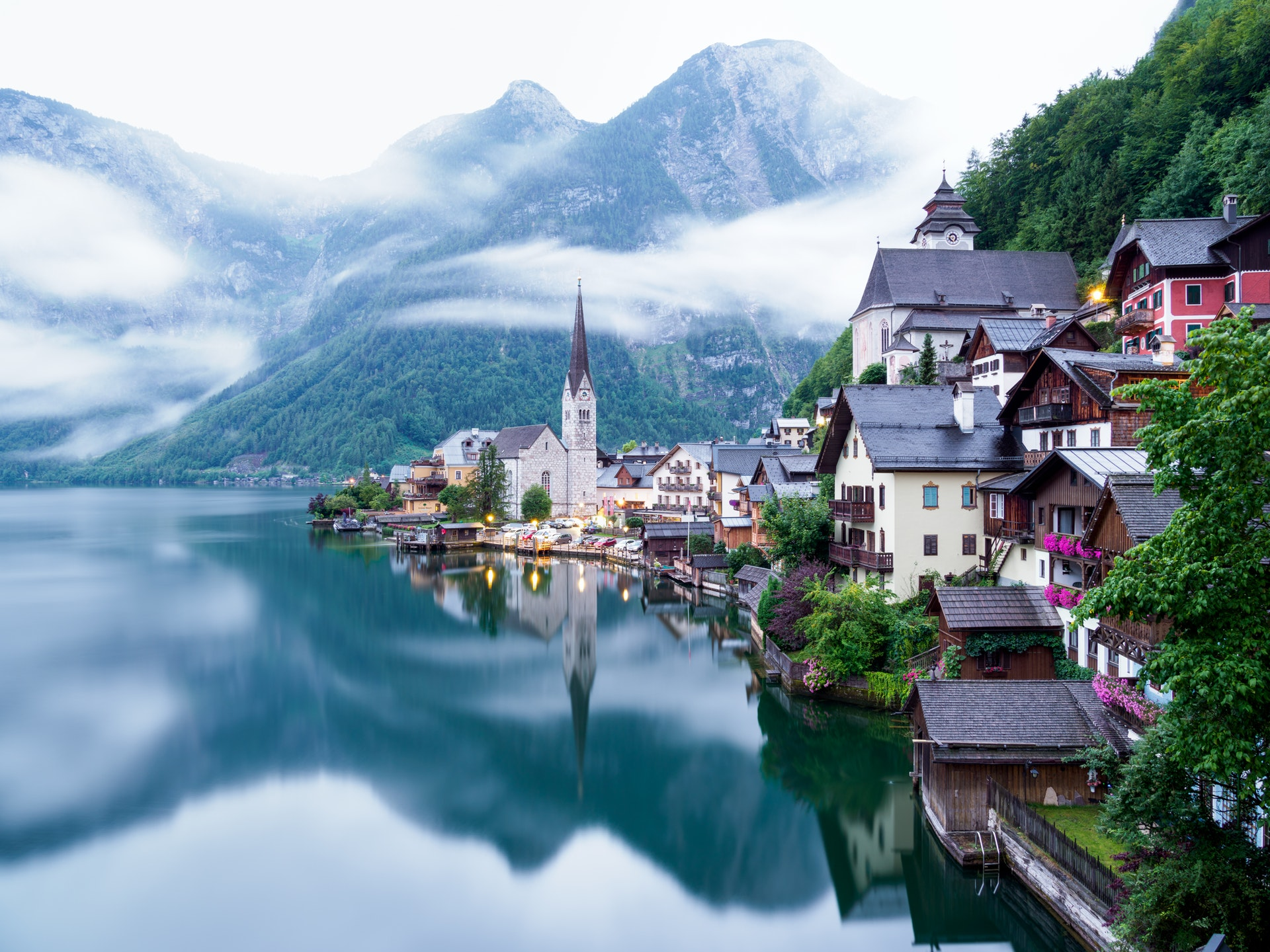 houses on lake and mountains -where to live in retirement
