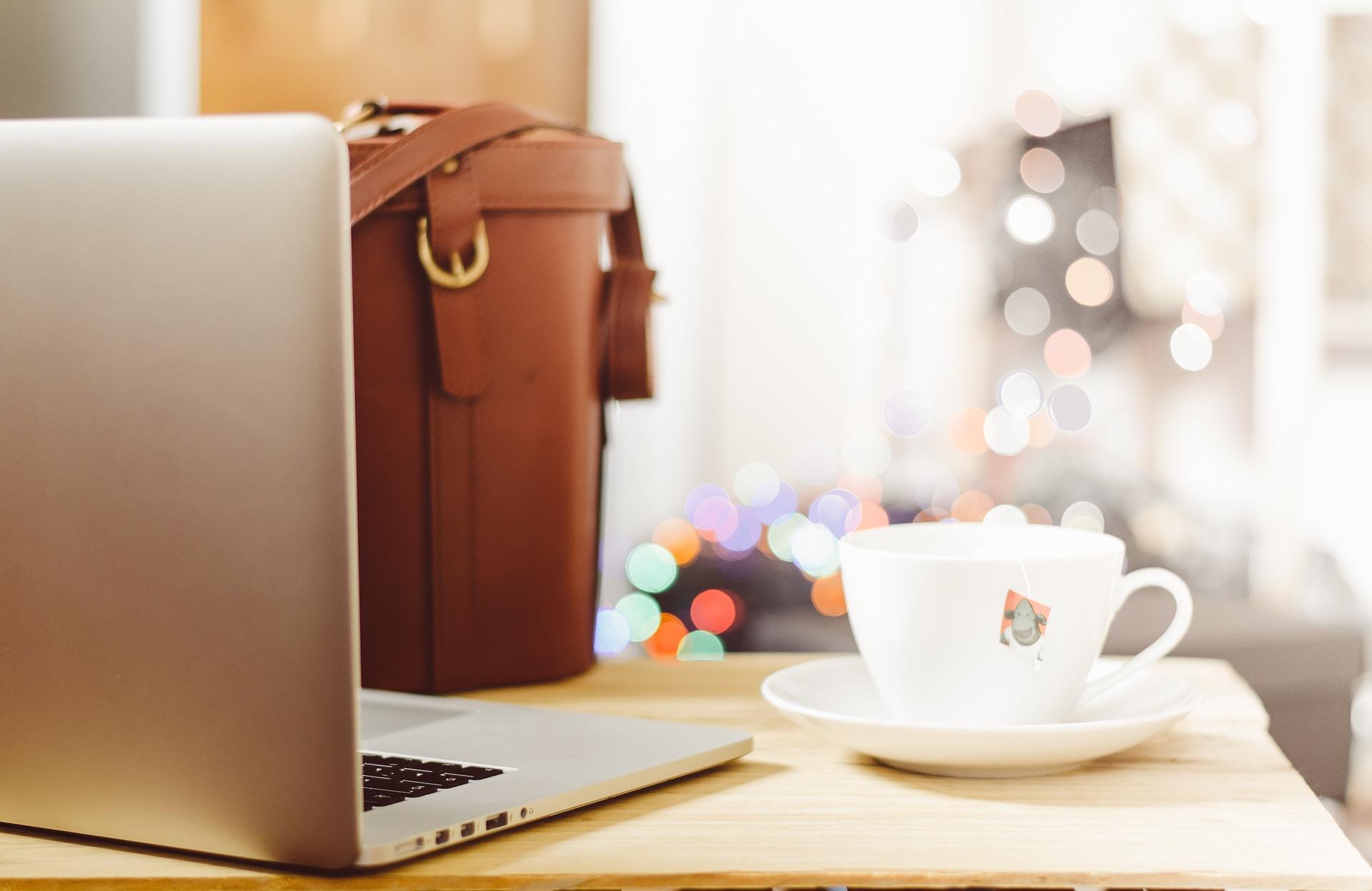 desk-laptop-bag-transportation expenses in retirement