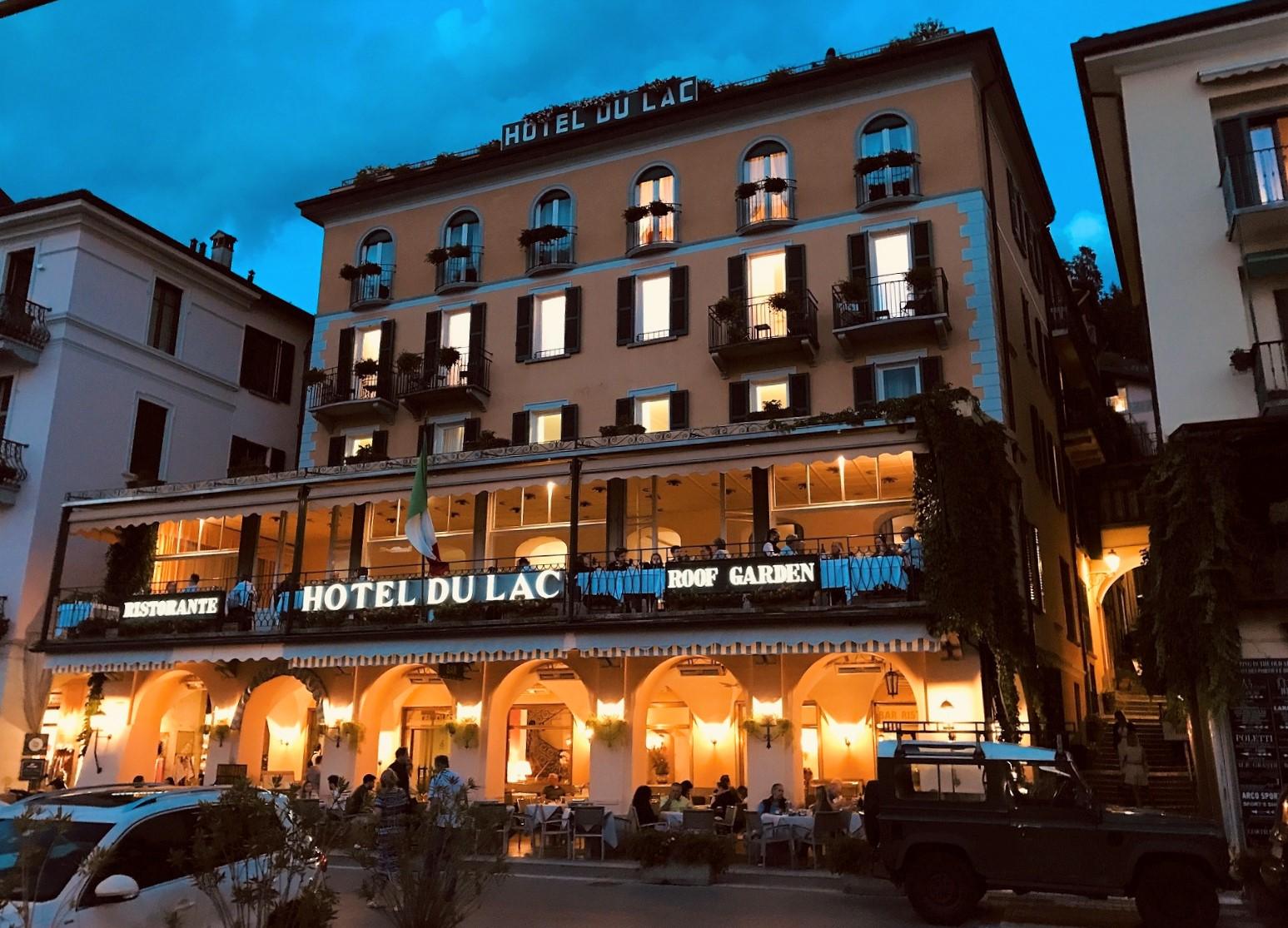 Hotel De Luc in Bellagio at night