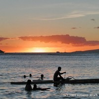 Boaters, swimmers, and water sports lovers enjoy Kaimana Beach.