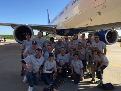So, a group of bloggers take on an @Delta 757…..