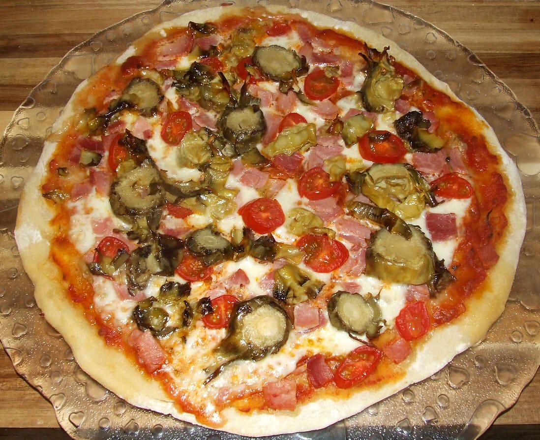 pizza jambon artichaut terminée