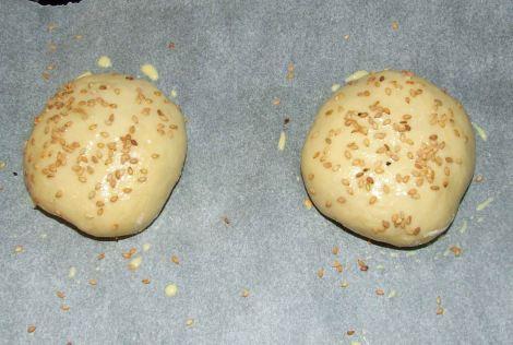 le sésame et la dorure sur les pains à burger