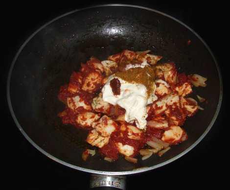 le poulet tikka masala avec la tomate et les épices