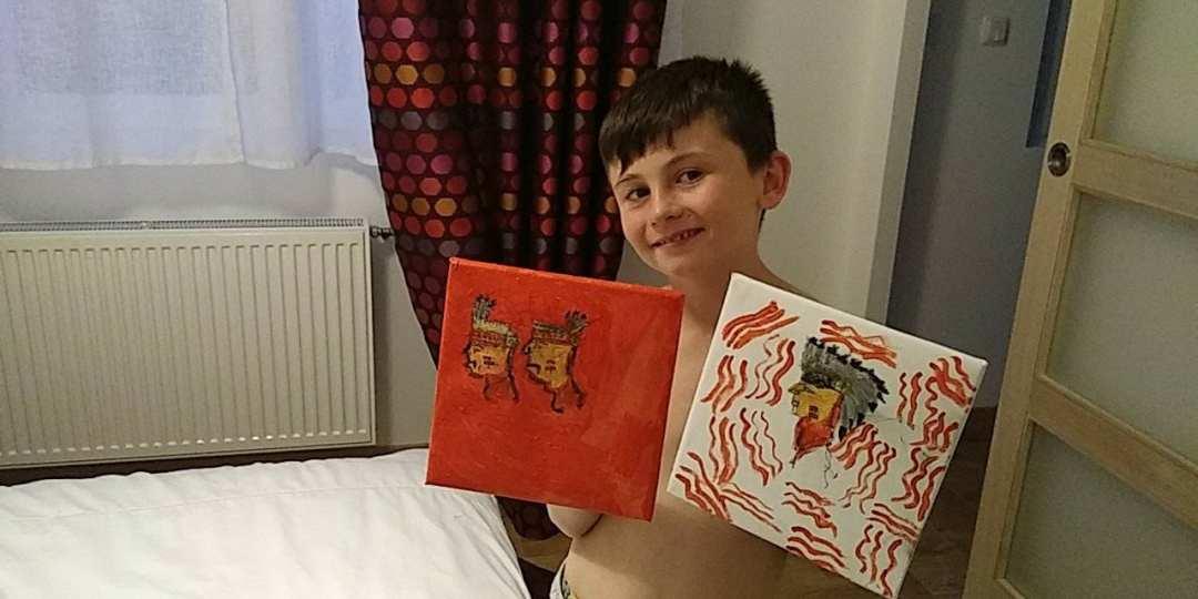 Cet enfant de 9 ans vend ses peintures pour acheter de la nourriture aux SDF