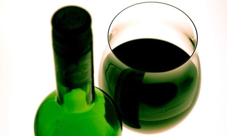 Winabis Mal de tête garanti avec le vin vert au cannabis