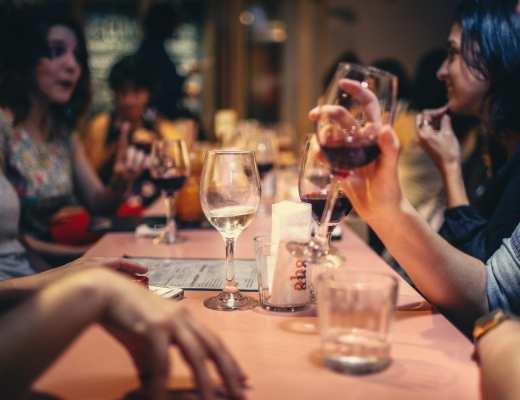 restaurant surbooké - pexels - helena lopes