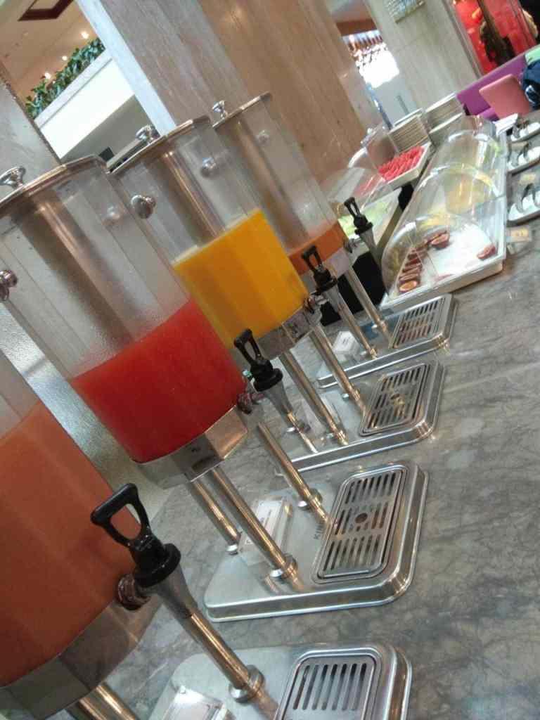 台北福華大飯店彩虹座自助餐吃到飽 Rainbow Terrace-1000元有找buffet好選擇-飲料區,不太推