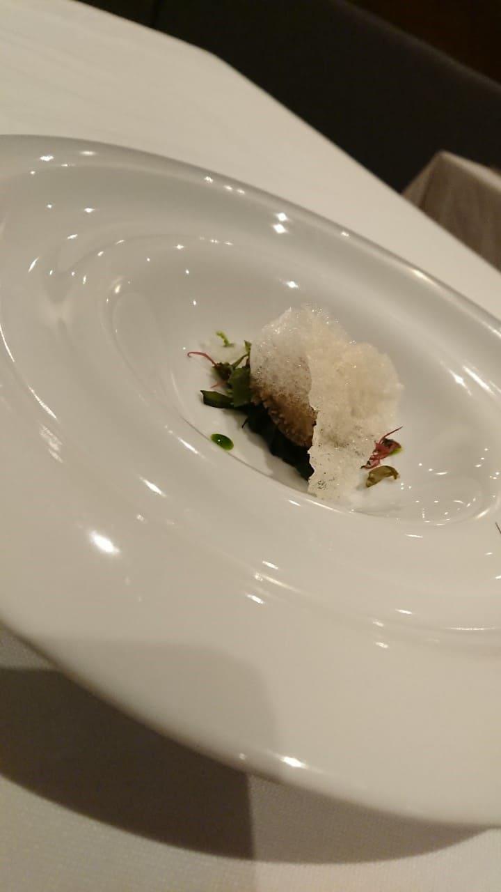 華國牛排前菜-醬漬鮑魚、韭菜、脆片