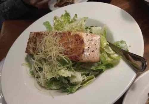 Texas Roadhouse德州鮮切牛排-嫩烤鮭魚凱薩沙拉