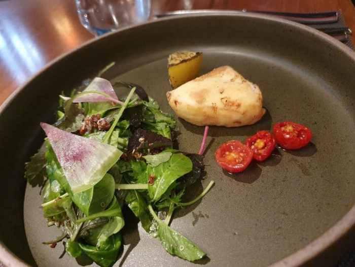 乾式熟成 美福牛排 脆皮野生齒魚襯翠綠嫩沙拉及風乾蕃茄湯品