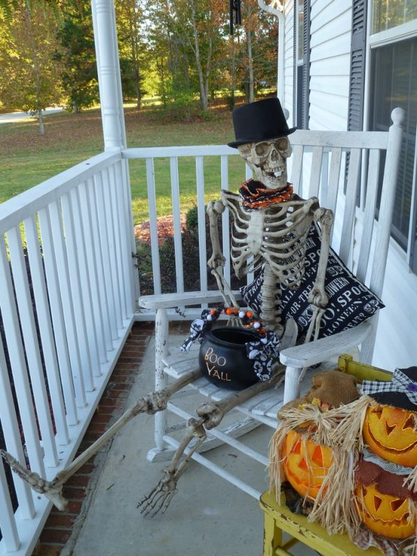 12 Ghoulish Halloween Front Porch Diy Ideas Saving By Design
