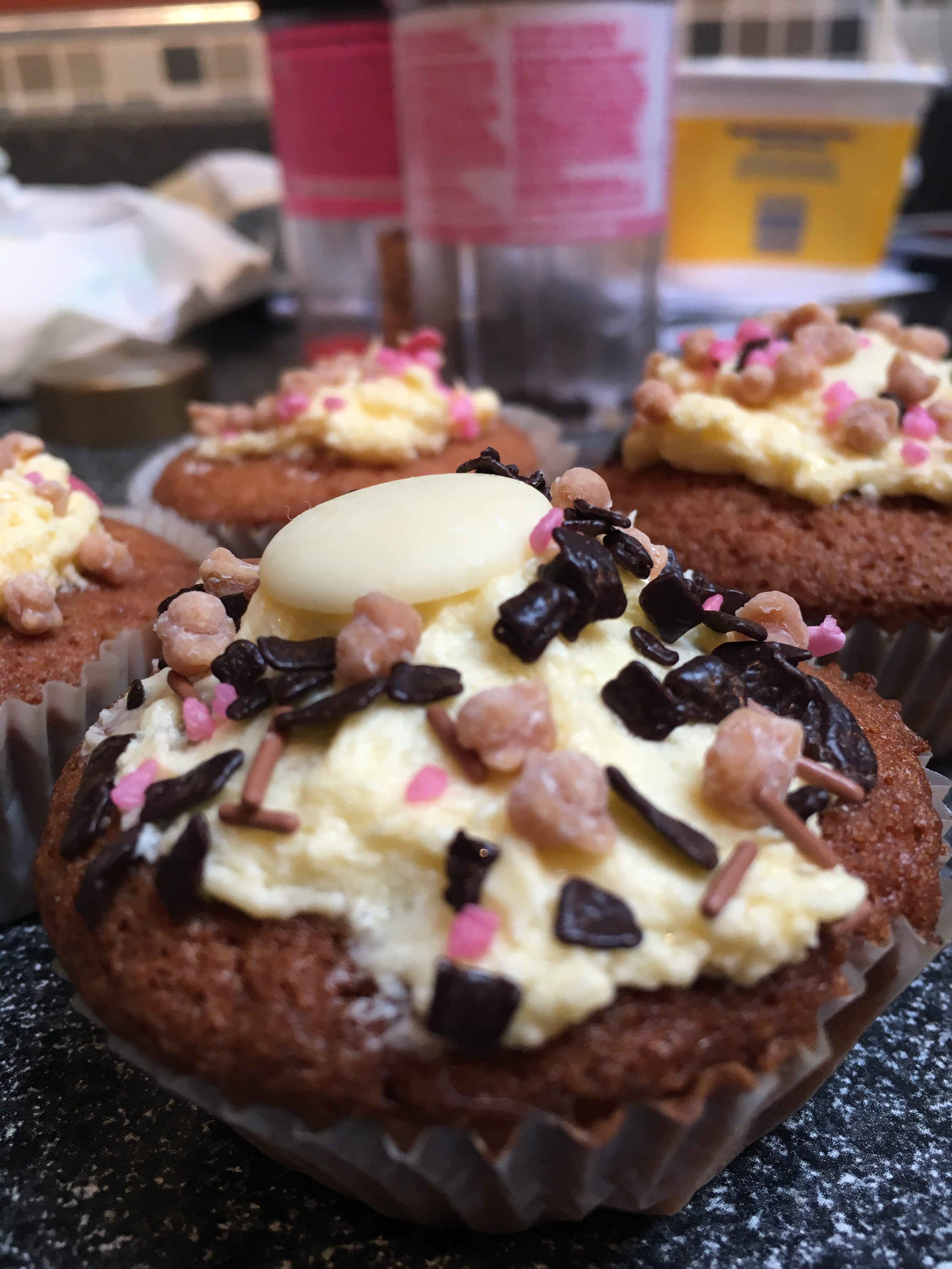 Easy & Cheap Kid Worthy Cupcakes: Make 12 for Just 69P