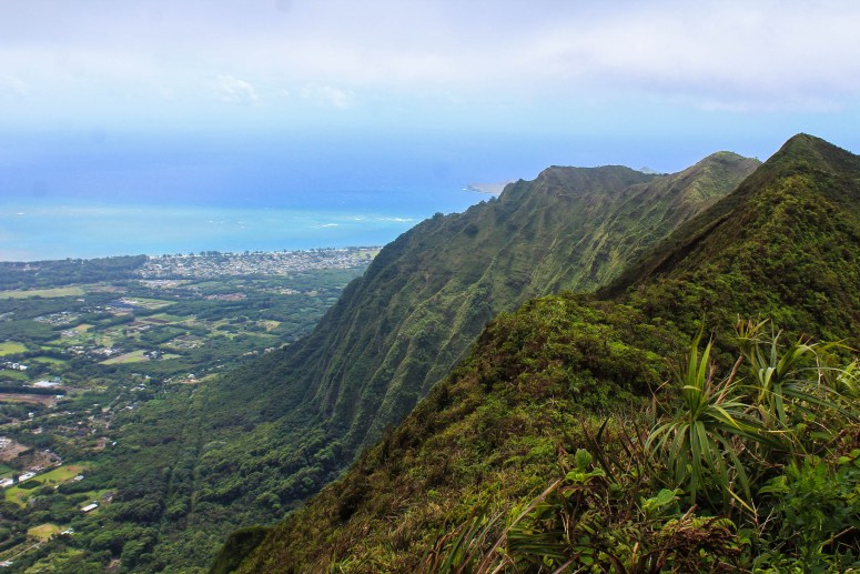 view of ko'olau mountains on windward side of oahu kulepeamoa ridge to hawaii loa ridge trail beautiful quiet oahu hike trail guide