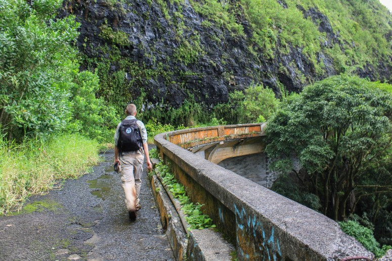 Hiking on the Old Pali Highway in Eastern Oahu