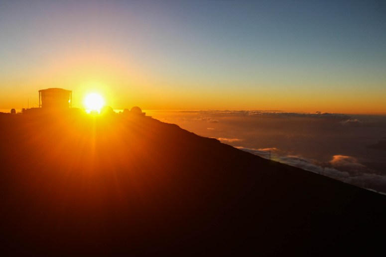 Hanomanioa Lighthouse / Haleakala Sunset