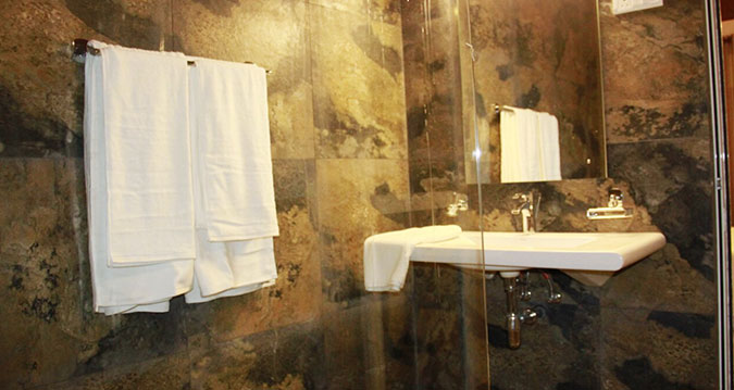 savinta-home-stay-malabe-bathroom