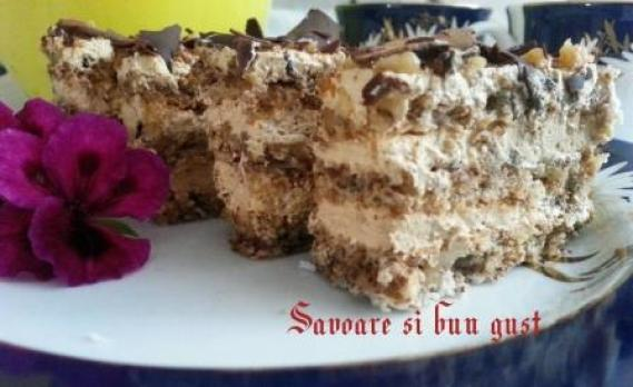 cake-from-sheets-of-Meringue-with-nuts