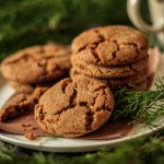 Cardamom Snaps: a delightfully spiced cookie that's perfect to give away to family and friends during the Christmas season. | www.savortheflavour.com