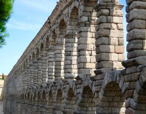 The likely completion date of the Segovia Roman aqueduct is 117 AD.