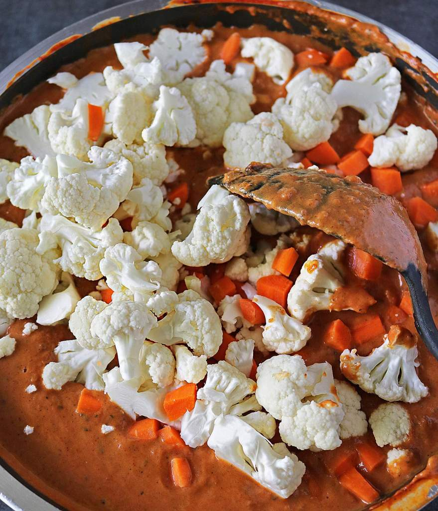 Cauliflower Carrots In Tikka Sauce