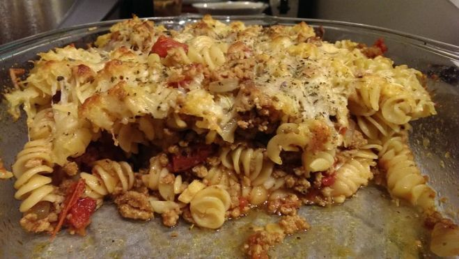 Cross-section of the Baked rotini with ground turkey and onions.