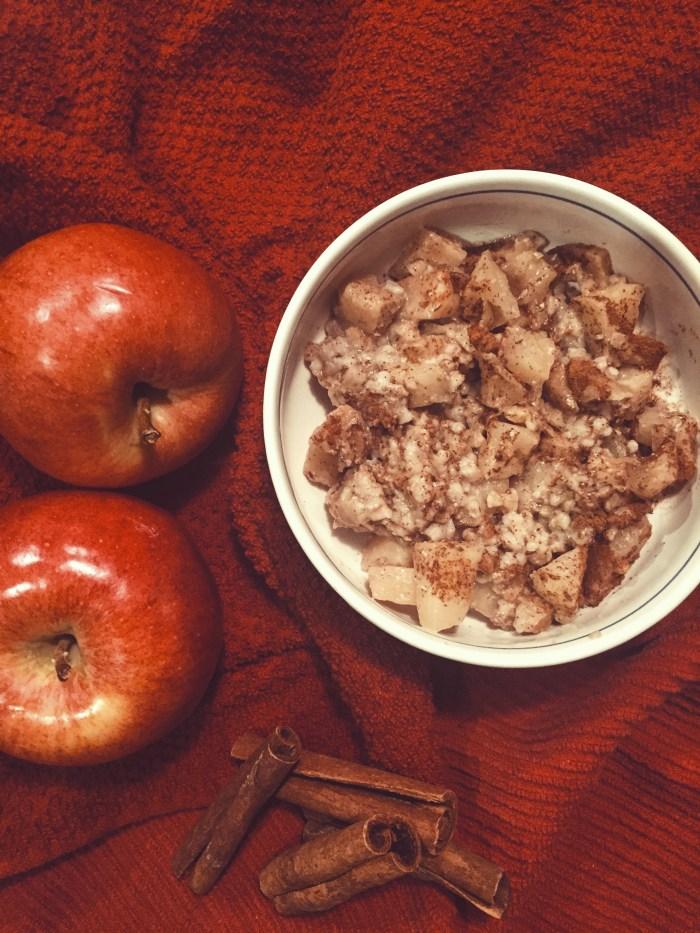 Apple Cinnamon Oatmeal // seen on savourandshine.com