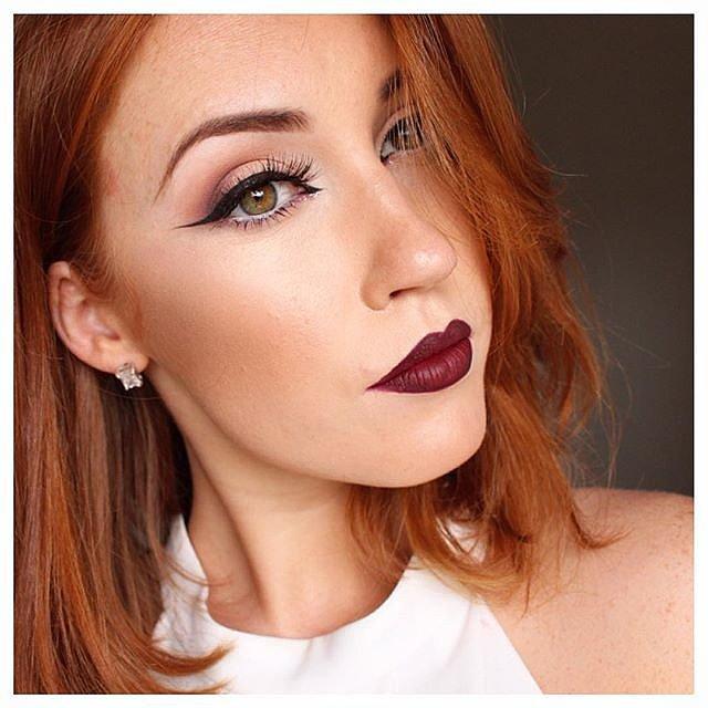 Girls-Wearing-Dark-Lipstick (14)