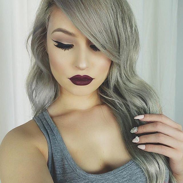 Girls-Wearing-Dark-Lipstick (20)