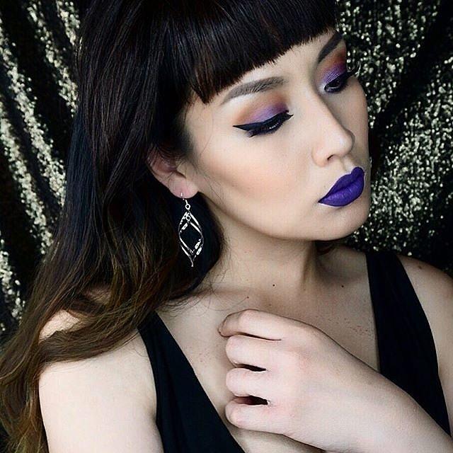 Girls-Wearing-Dark-Lipstick (4)