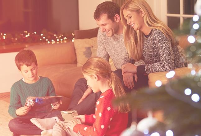 Svaka porodica ima svoju prazničnu tradiciju, pa tako i svaka država sveta drugačije proslavlja Novu Godinu i Božić (foto: amazonaws.com)