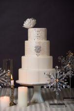 Winter Wedding Cakes That We Love