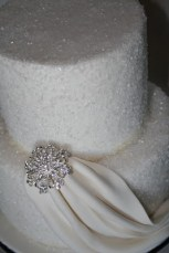 Winter Wedding Cakes We Love18