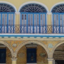 I have a thing for blue and yellow buildings. Plaza de San Francisco.